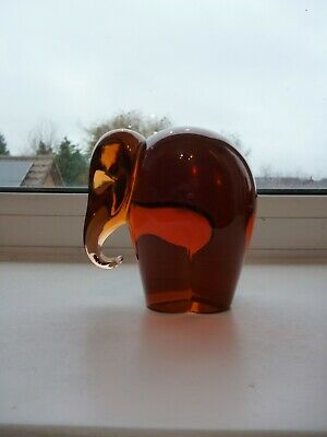 Stylish Wedgwood Amber Glass Elephant Paperweight - Signed • 10£