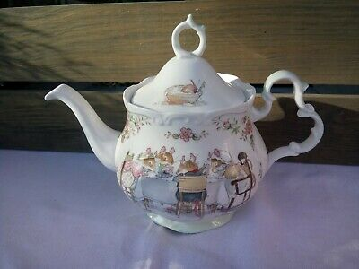 Royal Doulton Bramley Hedge Large Tea Pot ( As Found)  • 26£