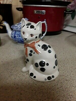 Rye Art Pottery Spotted Cat 15 Cm  • 10£