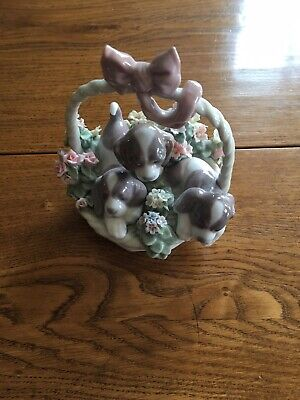 Llandro Puppies In A Basket With Bow • 40£