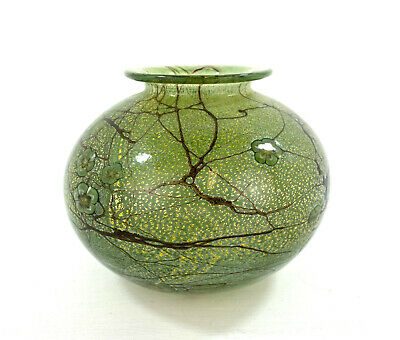 Isle Of Wight Green Art Glass Vase • 1.24£