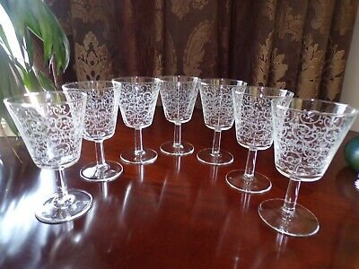 7 Vintage Small French Etched Wine Glasses • 40£