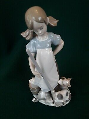 Lladro Figurine  Girl Mopping With Kittens • 17.01£