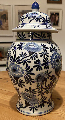 Blue & White Vase With Lid • 5.50£
