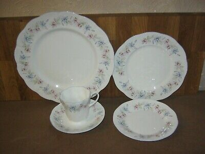 Queen's Claire 5 Piece Table Place Setting • 12£