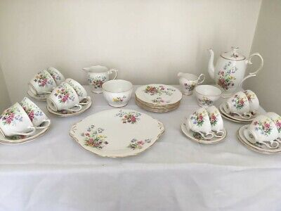 Queen Anne Old Country Spray. 36 Piece Bone China Tea Coffee Set • 65£