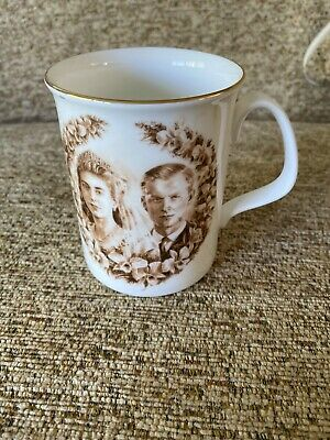 Royal  Doulton Commemorative Mug Queen Elizabeth 11 Golden Jubilee 2002 • 10£