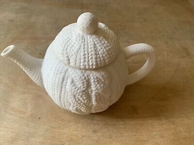 Small White Paperchase Porcelain Tea Pot For One. Knit Design • 9.99£