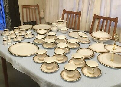 Royal Grafton Majestic Bone China Dinner Service-  Green -  ALL Or SEPARATELY • 18£