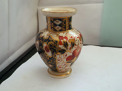 1870 - 1886 Small Shaped Davenport Vase With An Imari Style Pattern • 67.83£