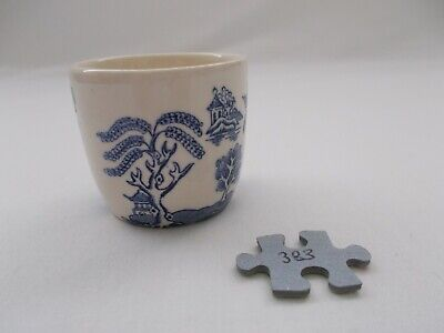 Vintage Ceramic Blue & White Churchill Willow Pattern Egg Cup • 1.99£