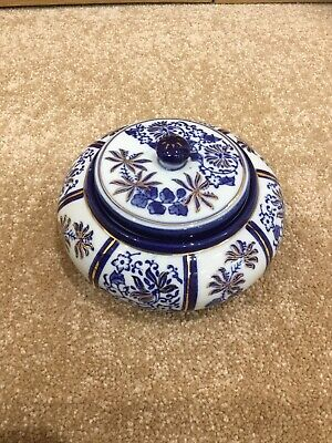 Blue & White Round Pot With Lid • 20£