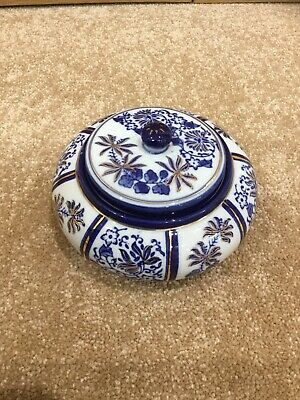 Blue & White Round Pot With Lid • 12£