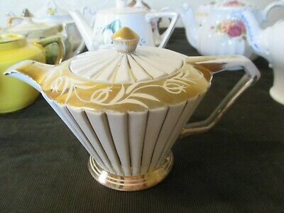 VINTAGE ART DECO CREAM AND GOLD SADLER TEAPOT HOLDS APPROX 1.5pts • 6.50£