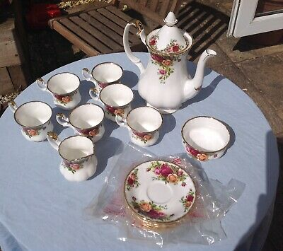 ROYAL ALBERT  OLD COUNTRY ROSES  - 15 PIECE COFFEE SET-Mint Condition - 1962 - • 41£