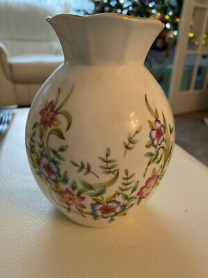 Vintage Royal Tara China Vase • 2.99£