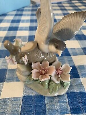 Lladro Fluttering Bird With Two Pink Flowers • 21£
