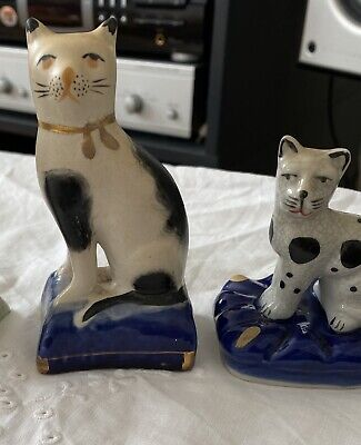 Two Antique Staffordshire Cats • 10£