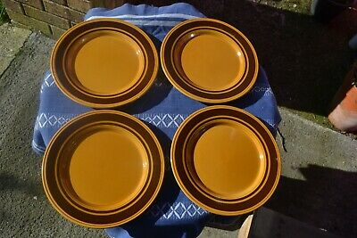 4 Pottery Plates Unmarked • 5£