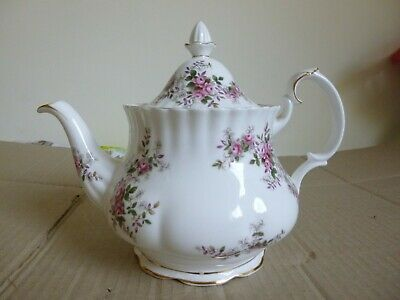 Large Royal Albert Lavender Rose Tea Pot • 55£