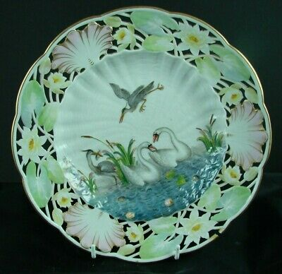 EARLY MEISSEN REICULATED HAND PAINTED SWAN SERVICE CABINET PLATE - From 1815 • 62£