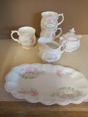 Queens's China Set (excellent Condition) • 20£