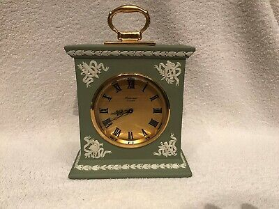 Wedgwood Green Jasperware Baronet Mantel Clock In Excellent Working Condition . • 140£