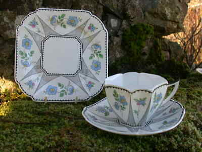 A Shelley QUEEN ANNE Trio - FISHING NETS And FLOWERS  • 195£