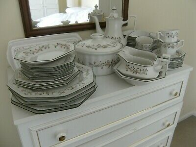 Johnson Bros ETERNAL BEAU   Pieces Including Gravy Boats, Cups, Saucers, Etc • 3.75£