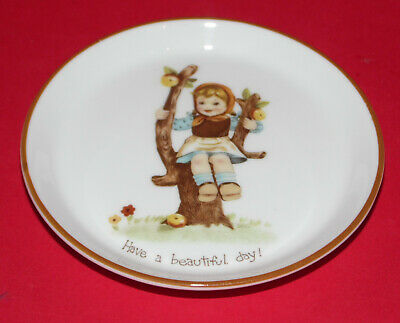 CROWN Staffordshire * Fine Bone China Pin Dish * Girl Playing Design *  • 8.99£