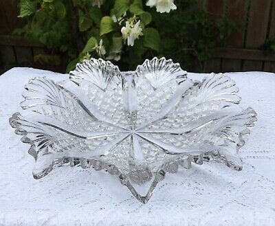 Stylish And Decorative Vintage Glass Bowl/Serving Dish. • 5.99£
