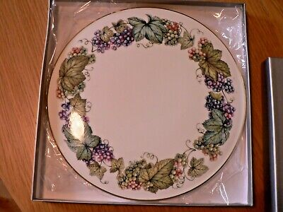 A Boxed Royal Worcester  Vine Harvest   11  Cake / Gateaux  Stand • 8.99£