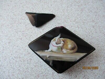 An Antique Or Vintage Hand Painted Glass Paperweight-Cat-Requires TLC (damaged). • 9.99£