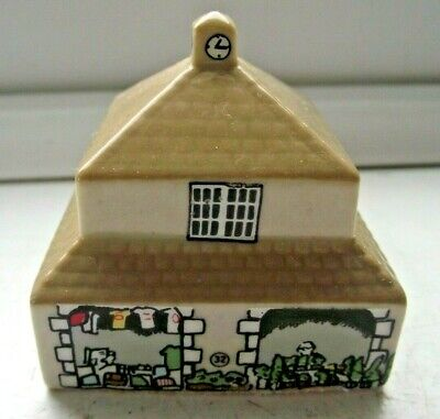 WADE WHIMSIES WHIMSEY ON WHY HOUSE THE MARKET HALL No 32 EXCELLENT SEE PICS • 0.99£