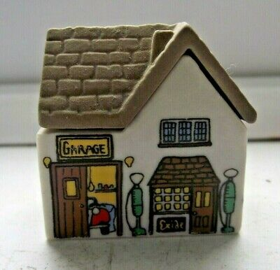 WADE WHIMSIES WHIMSEY ON WHY HOUSE THE GARAGE SERVICE STATION No 11 EXCELLENT • 0.99£
