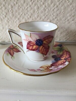 Royal Worchester Connoisseur Collection 1990 Kitty Blake Brambles Tea Cup  • 5£