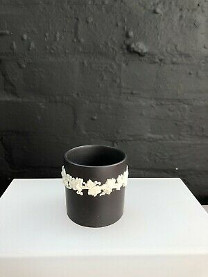 Wedgwood Black Basalt And White Jasperware Pencil Pot  Dated 1964 • 14.99£