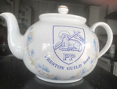 Preston Guild 1992 Teapot • 18£