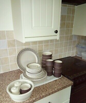 Poole Pottery Dinner Service • 20£
