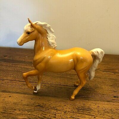 Beswick Chestnut Horse With Front Leg Up And White Main - Height 19cm • 0.99£