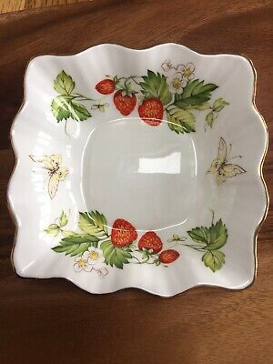 Queens Virginia Strawbery Fluted Bowl • 12£