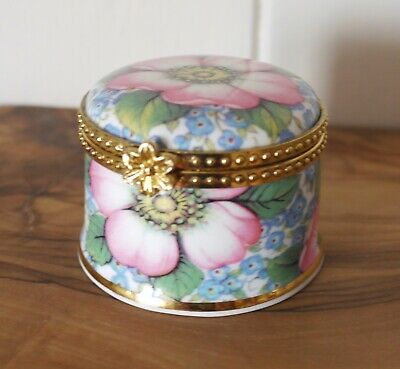 Fenton China Staffordshire 'friends Are Forever' Floral Trinket Box  • 2.99£