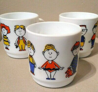 Vintage 70s Or 80's White Pyrex Childrens Mugs With Cute Kids Design. • 15.50£
