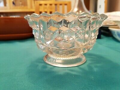 Lovely Vintage,  Small Pressed Glass Sweet/snack/sugar Bowl. • 1£
