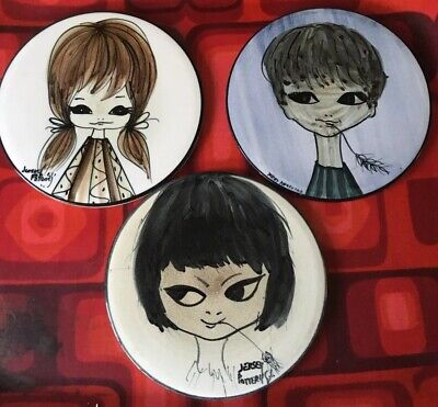 VINTAGE  60s TRIO HAND PAINTED KITSCH TRIVET TILE PLATES BY JERSEY POTTERY GIRL • 25£