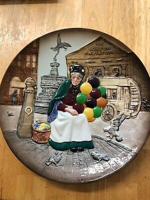 Royal Doulton Collectors Plate   The Old Balloon Seller     D6649  • 10£