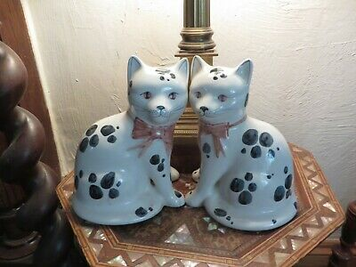 Collectable Pair Of Huge Rye Pottery Vintage Cats Pink Bows Decorators Item • 20£