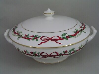 Royal Worcester Holly Ribbons Lidded Vegetable Tureen. • 135£