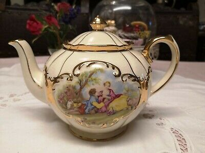 Sadler Young Lovers Gold And Cream Vintage Teapot • 45£